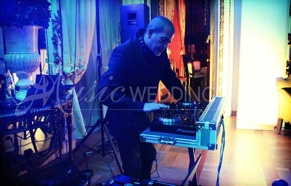 Dj for events and wedding in Italy, with Romadjpianobar, italian brand of music services