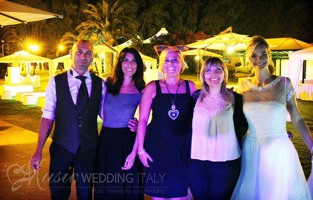 The spouses and relatives with our wedding singer vocalist Valeria, by Romadjpianobar wedding music Italy