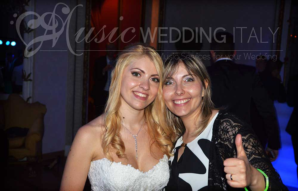 The bride pictured at 4 in the morning, at the end of an amazing wedding party, with Dj Gianpiero Fatica and the vocalist Valeria, Romadjpianobar Music Wedding in Italy